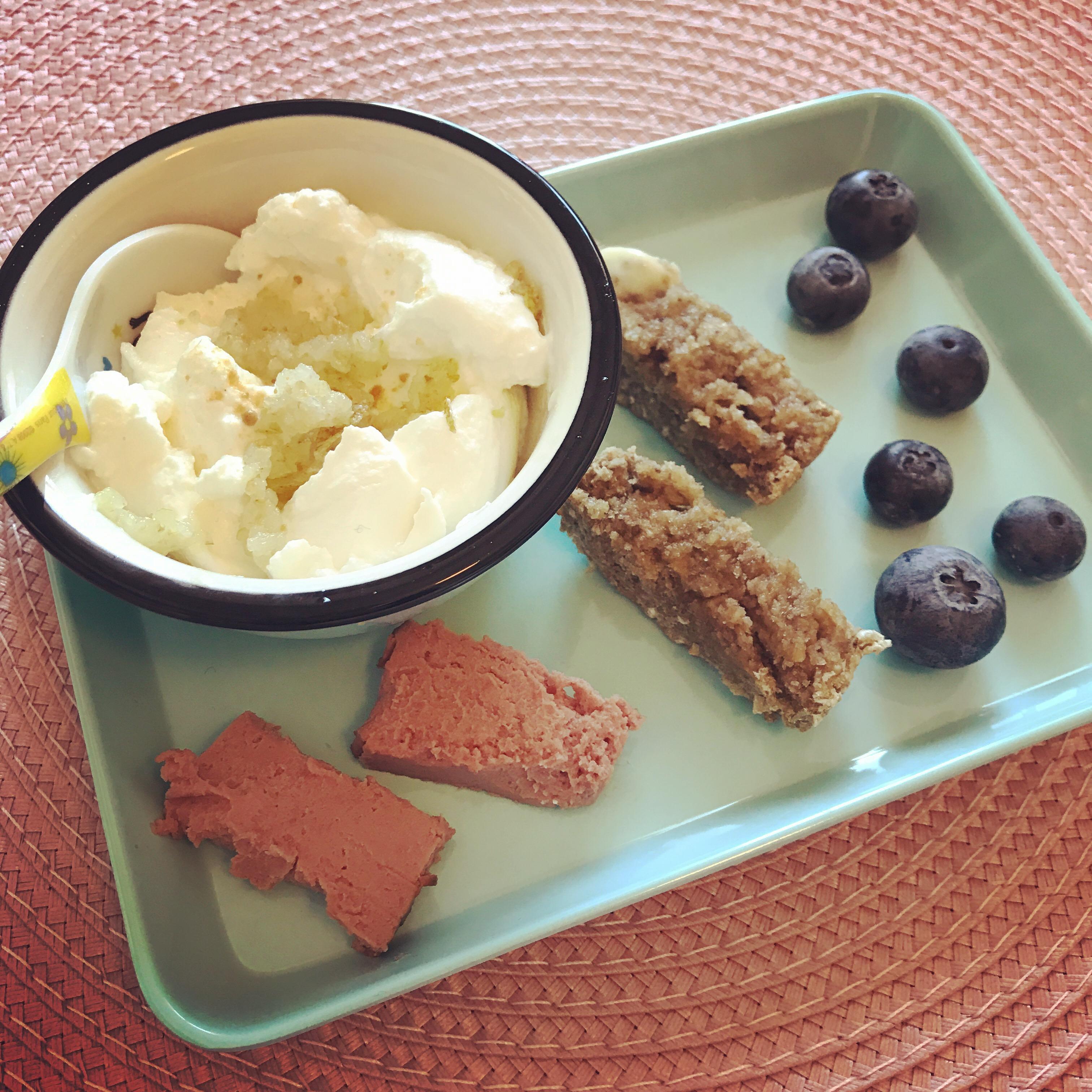 Frukost med päronyoghurt