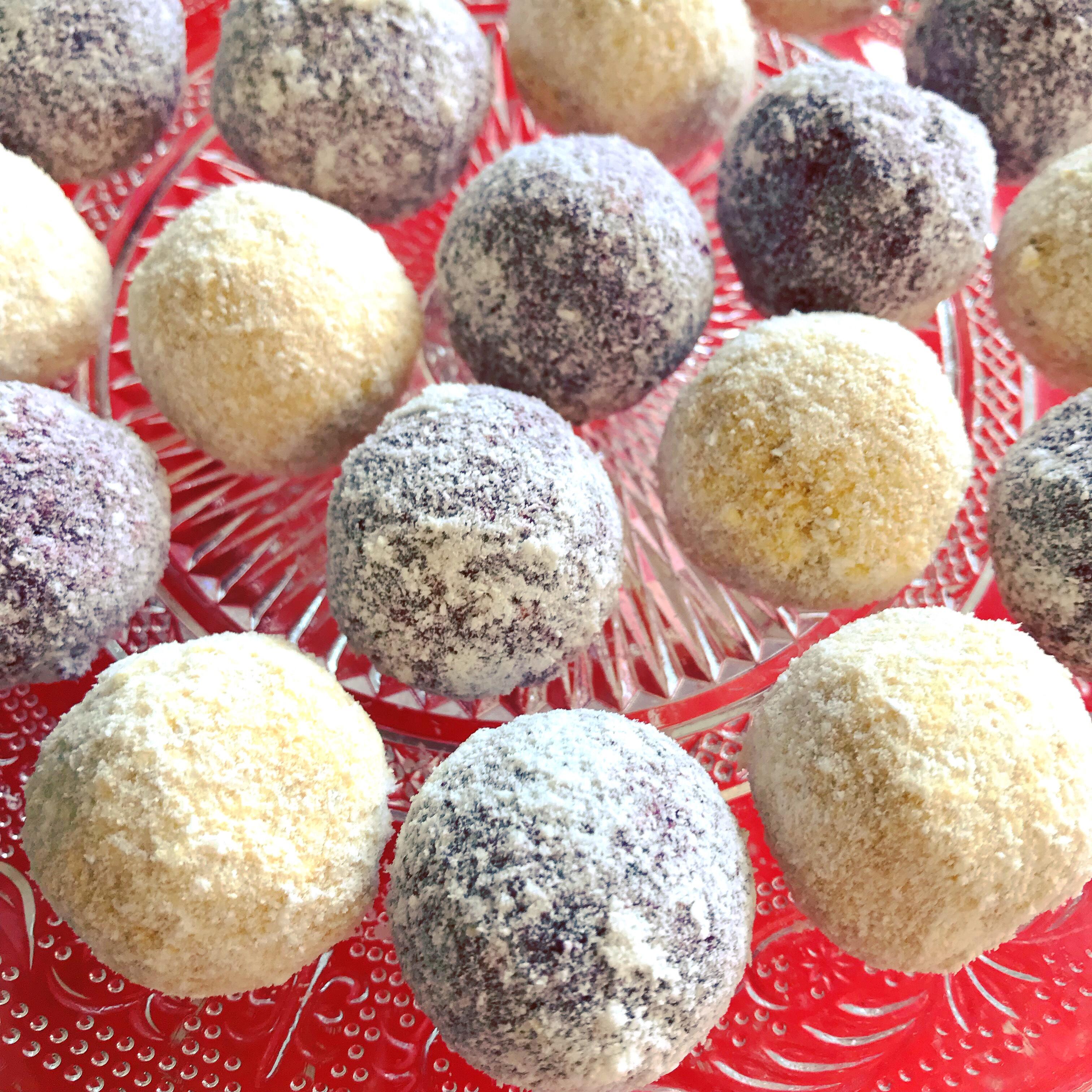 Blåbärsbollar och mangobollar